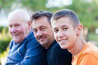 Generationen, Großvater, Vater, Sohn (Foto: Shutterstock)