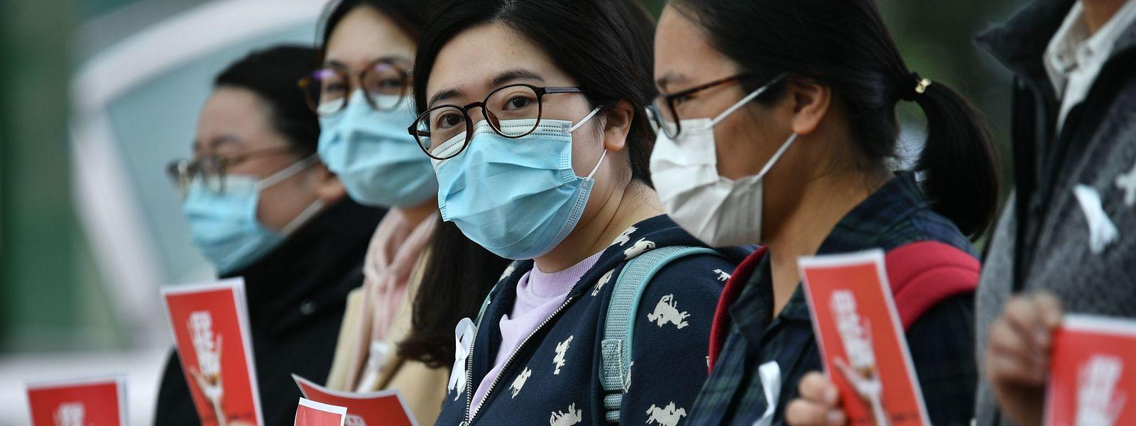 A Hong Kong, certains personnels soignants se sont mis en grève, réclamant plus de mesures de protection.