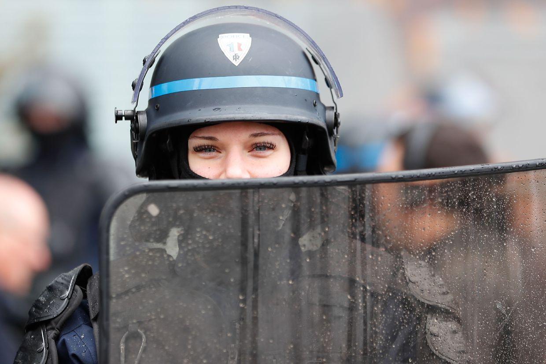 Forças policiais voltaram a ser mobilizadas para o controlo às manifestações dos coletes amarelos em diversas cidades francesas.