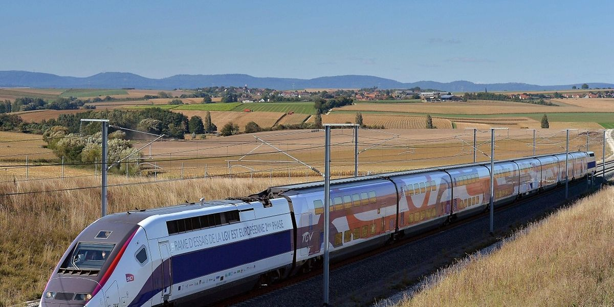 La vitesse d'exploitation garantie lors de la mise en service sera de 300 km/h.