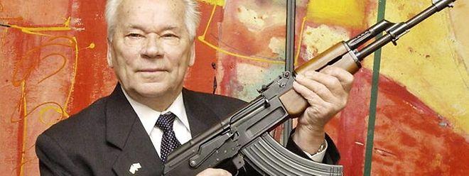 1947 erfand Kalaschnikow sein Gewehr.