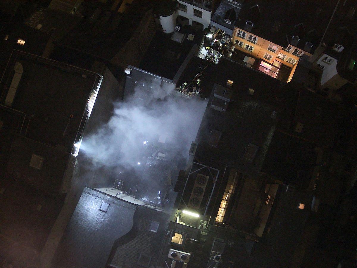 Als die Feuerwehr vor Ort eintraf, wurde sie mit einem Dachbrand konfrontiert.