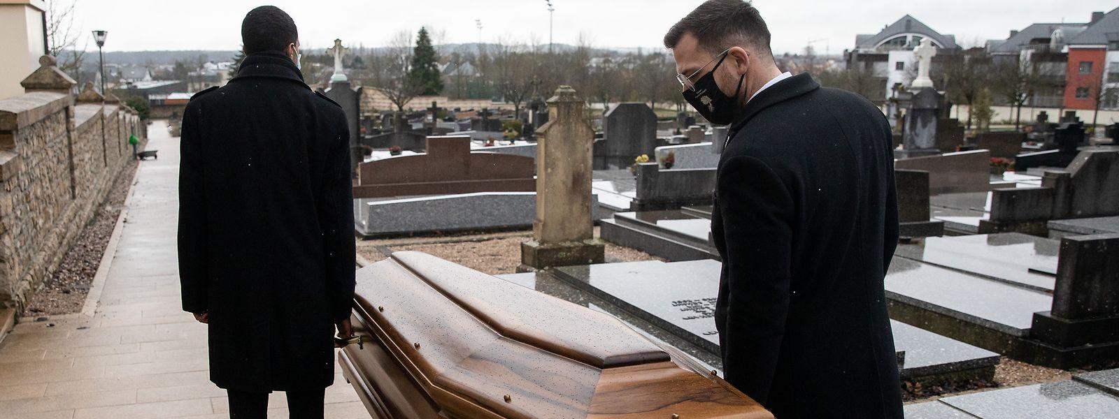 Pour l'instant, les métiers funéraires ne sont pas considérés comme prioritaires pour les injections anti-covid.