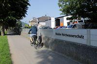 Die Hochwasserschutzmauer in Ingeldorf am Dienstag. In dem Dorf an der Suaer gab es sehr wenig Schaden.  Foto: Gerry Huberty/Luxemburger Wort