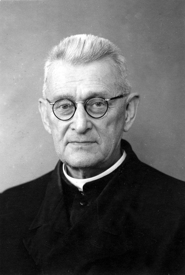 Padre Prosper Colling (1880-1968), o homem que acolheu vários habitantes na sua cave e prometeu construir o santuário
