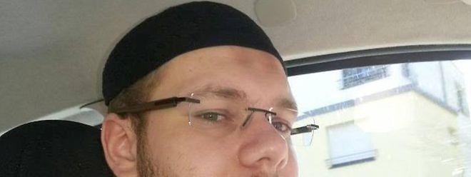 """Steve Duarte, ein junger Portugiese aus Meispelt, der nach Informationen der Behörden derzeit in Syrien für die Propaganda-Abteilung des """"Islamischen Staats"""" tätig ist. (Screenshot Facebook)"""