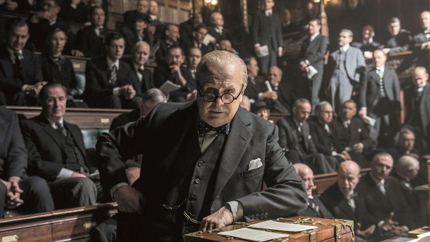 Gary Oldman méconnaissable dans la peau de Churchill.