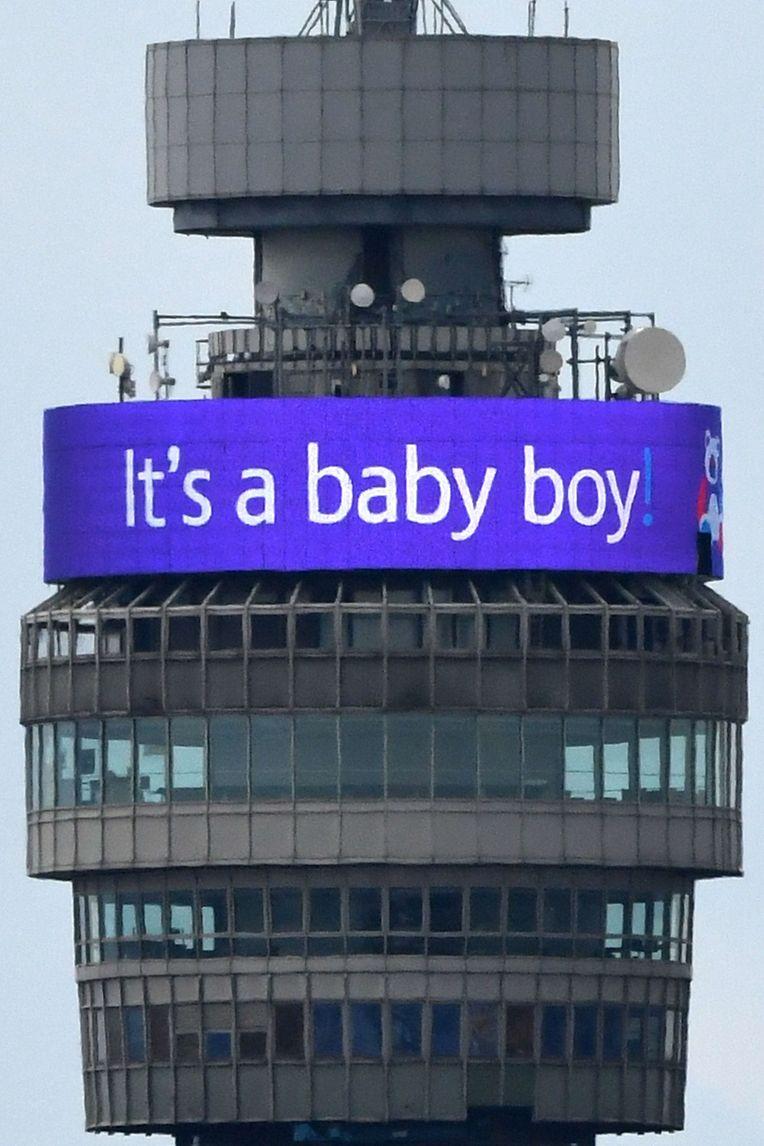 Der BT Tower in London verkündet die freudige Nachricht.