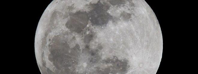 L'eau est également présente sur Mercure et Mars. Un lac souterrain d'eau liquide a récemment été détecté sur la planète rouge.