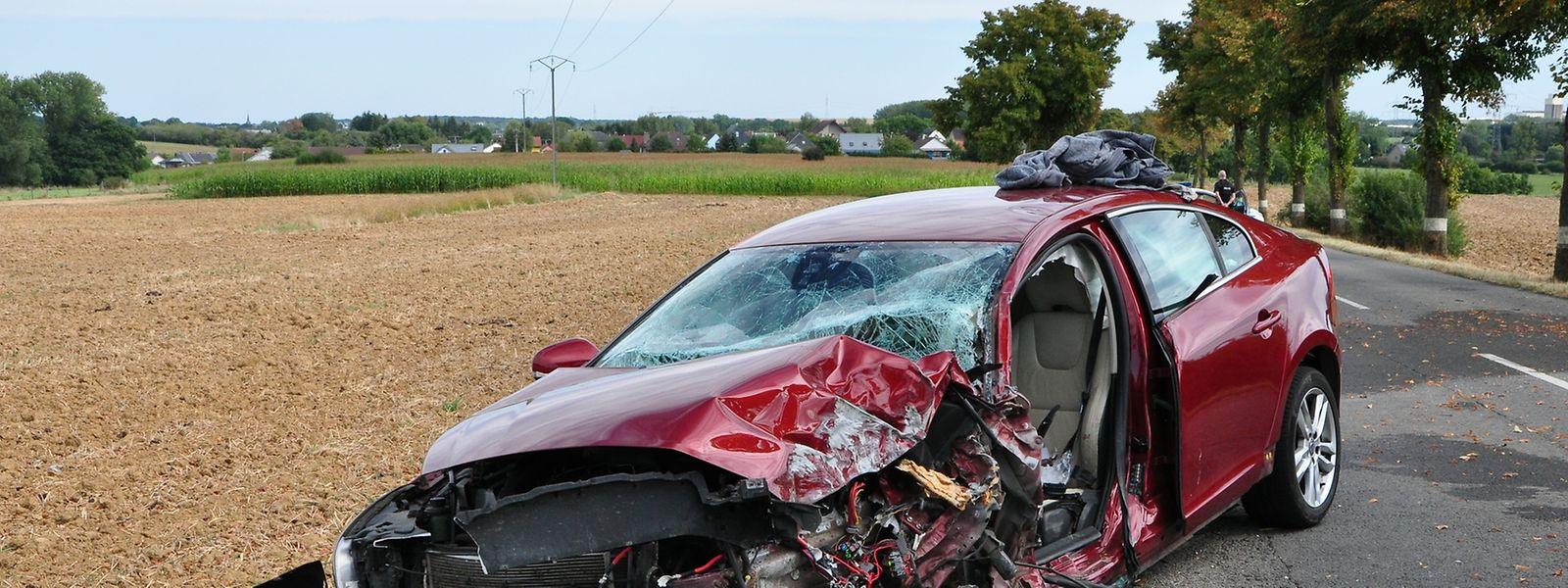 Der 79-jährige Fahrer wurde im Auto eingeklemmt.