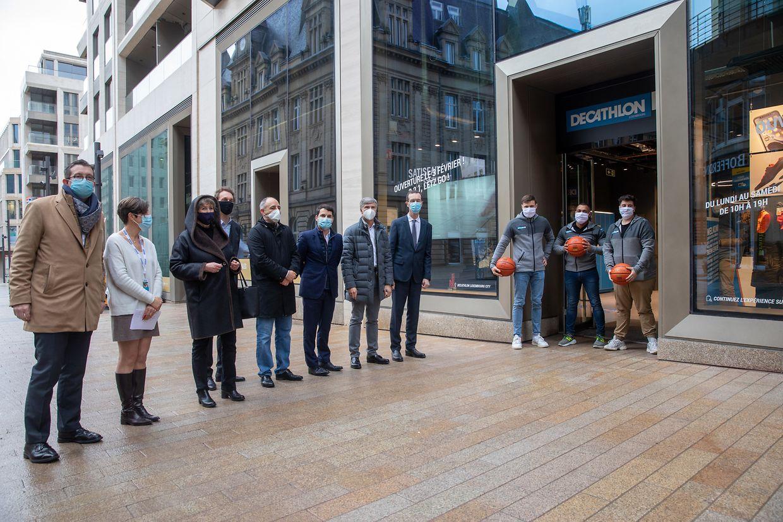 Pour inaugurer la première boutique luxembourgeoise de l'enseigne sportive, Lydie Polfer a procédé à un lancé de ballon.