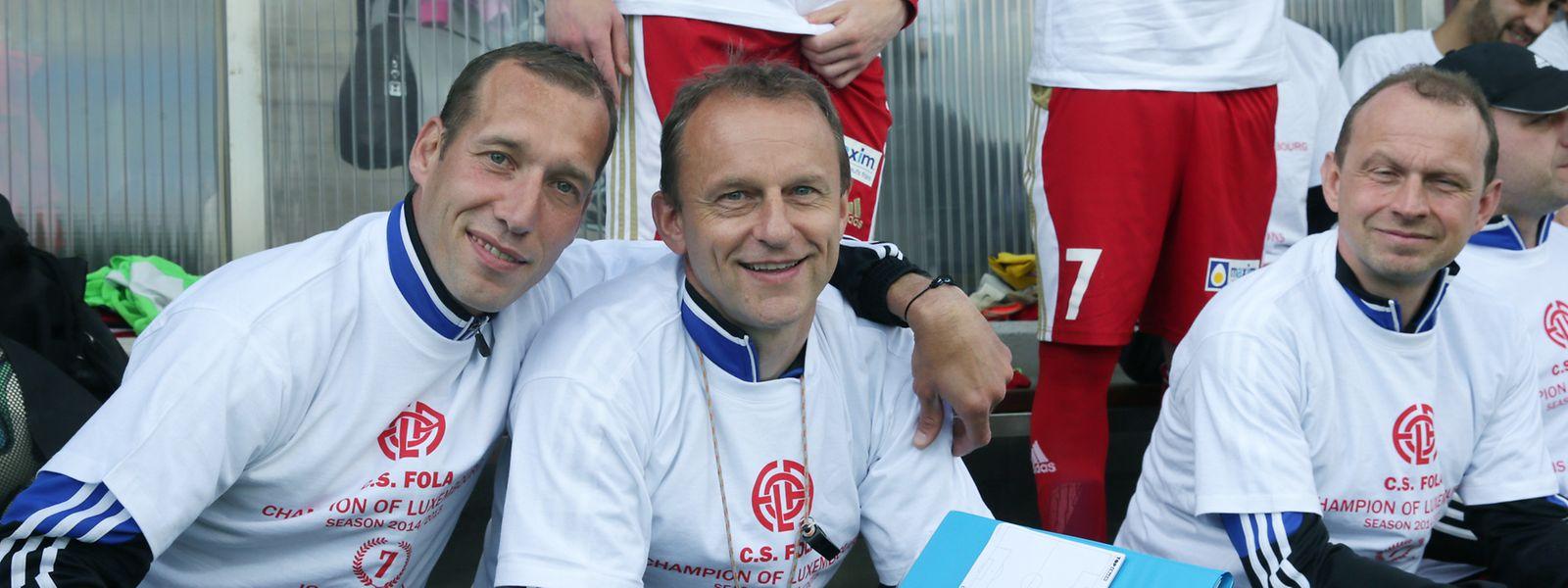 Jeff Strasser (l.), hier zusammen mit seinem damaligen Co-Trainer Cyril Serredszum, und Sportdirektor Pascal Welter (r.), wird 2015 zum zweiten Mal Meister mit Fola.