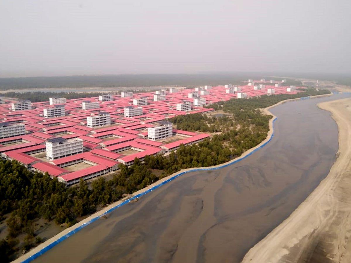 Im Zentrum der einzelnen Wohnblocks stehen höher gelegene Zyklonen-Schutzräume.