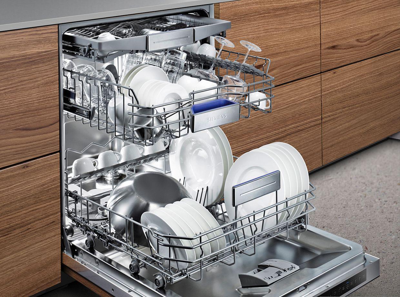 """Beim Geschirrspüler der Serie """"iQ700"""" von Siemens verkürzt ein Zusatzprogramm die Dauer nahezu aller gängigen Programme um 66 Prozent."""