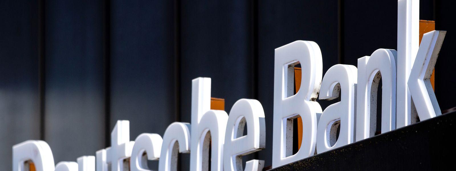 Die Deutsche Bank hat sich öffentlich von einer mit scharfer Kritik an Politik und Aufsicht gespickten Studie aus dem eigenen Haus distanziert.