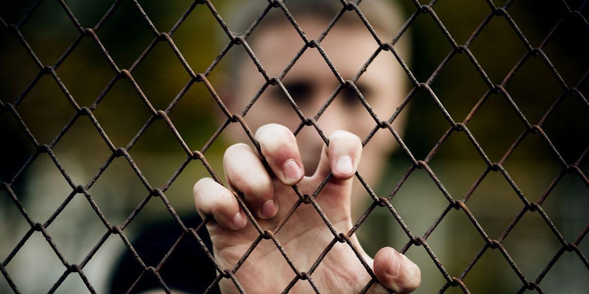 Die Gefängnisseelsorger betrachten die Gefangenen nicht unter dem Aspekt der Schuld. Sie zu verurteilen ist Aufgabe der Richter. In ihrer täglichen Arbeit begegnen die Kirchenvertreter gebrochenen Menschen, die ihre eigene Tat oft nicht begreifen.