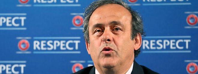 Michel Platini foi suspenso provisoriamente por 90 dias pelo Comité de Ética da FIFA a 08 de Outubro