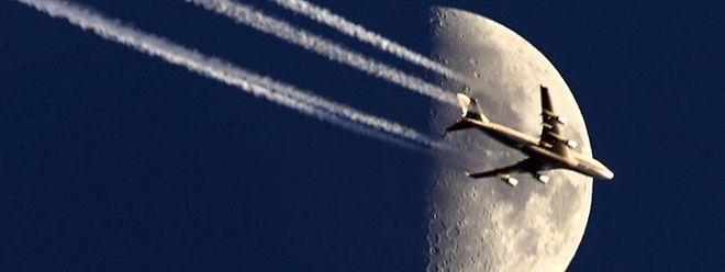 Kondensstreifen: kristallisierte Flugzeugabgase