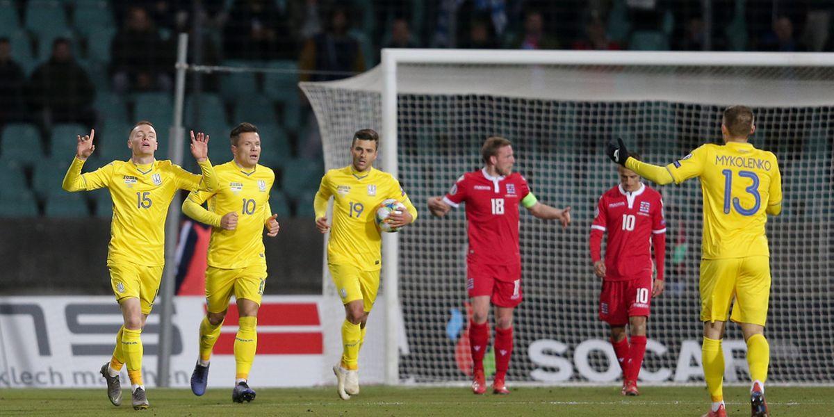 Junior Moraes se saisit du ballon après l'égalisation ukrainienne. Le joueur d'origine brésilienne avait-il le droit de jouer?