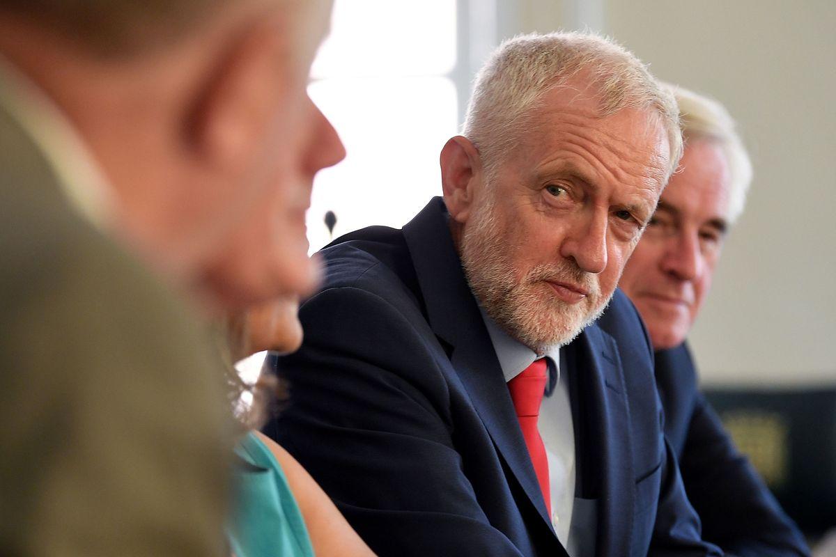 «C'est un scandale et une menace pour notre démocratie», a réagi Jeremy Corbyn.