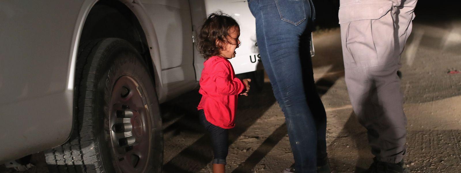 Ein weinendes Mädchen aus Honduras wird zum Symbol für Donald Trumps Grenzpolitik - und der wachsenden Kritik.
