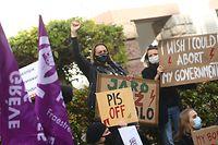 Mulheres polacas em protesto no Luxemburgo contra a decisão constitucional da Polónia de anular o aborto em caso de mal formação do feto, em outubro de 2020.