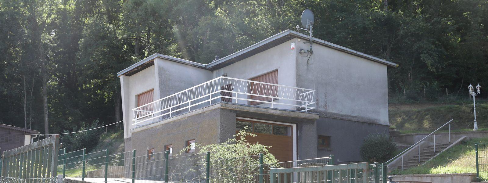 CIGL-Mitglieder haben Arbeiten am Geländer von Traversinis Haus in Niederkorn unentgeltlich durchgeführt.