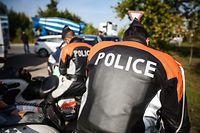 Polizeikontrolle mit Fokus auf Handy am Steuer - Photo : Pierre Matgé