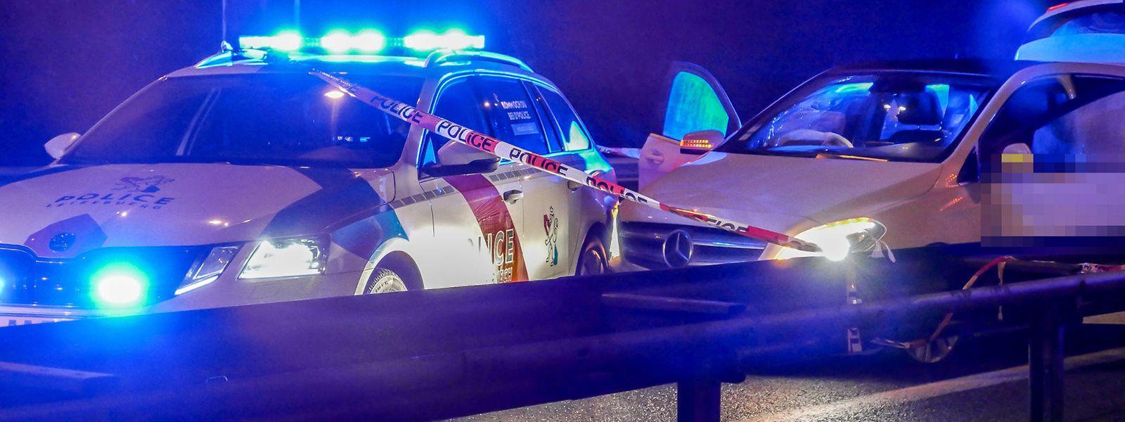 Der Mercedes musste von zwei Polizeiautos ausgebremst werden.