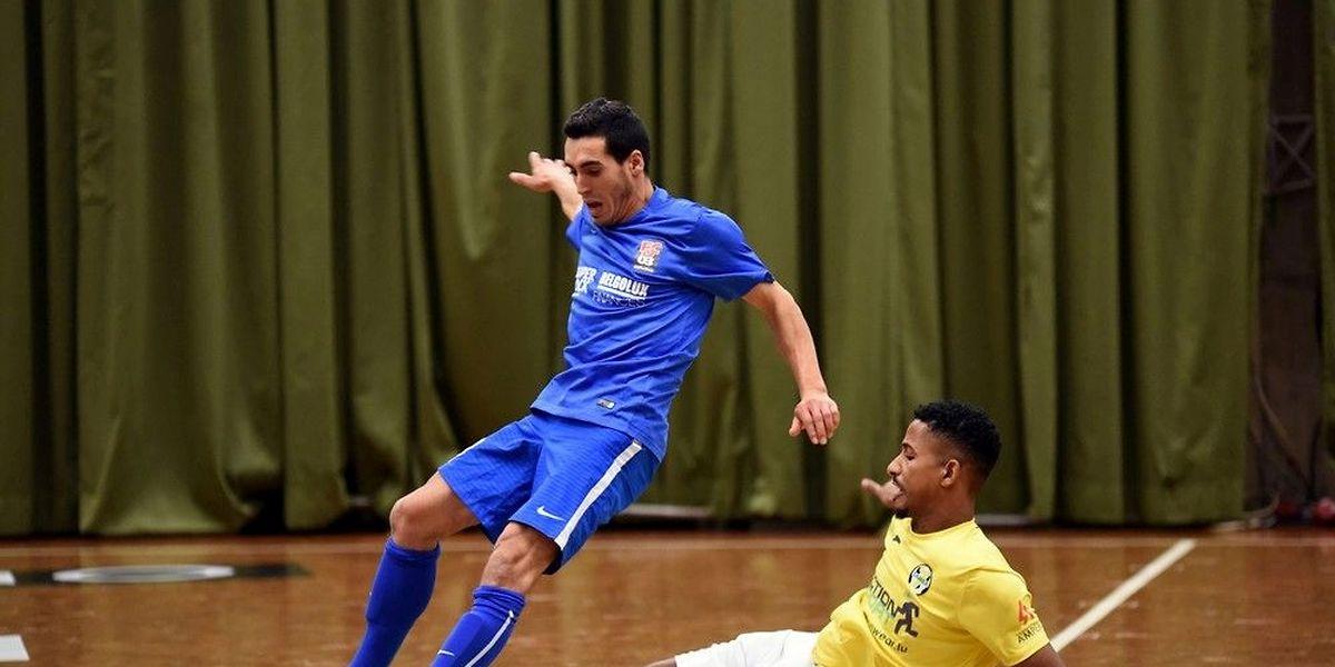 Gabriel Fernandes taclé par Evandro Marques Goncalves, le joueur du Samba Seven a été exclu pour cette faute.
