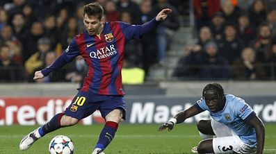 Lionel Messi (l.) und der FC Barcelona stehen vor einer schwierigen Aufgabe.