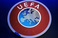 """ARCHIV - 03.03.2020, Niederlande, Amsterdam: Ein Logo der UEFA hängt beim Kongress des UEFA-Dachverbandes im """"Beurs van Berlage"""". (zu dpa: «UEFA bespricht weiteren Saison-Fahrplan am Mittwoch ») Foto: Jamie Gardner/PA Wire/dpa - ACHTUNG: Nur zur redaktionellen Verwendung. +++ dpa-Bildfunk +++"""