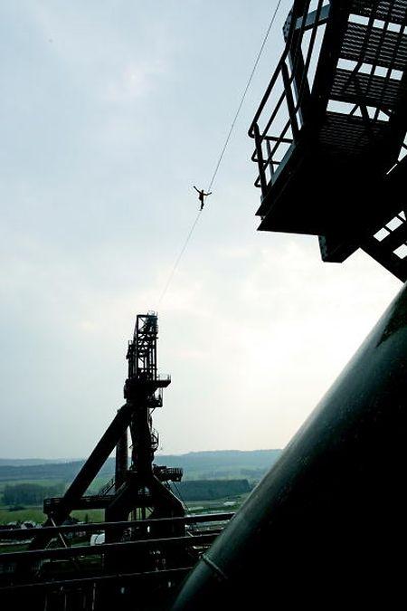 Le funambule Bernhard Witz effectuera une traversée entre les hauts-fourneaux à 80m de haut samedi soir