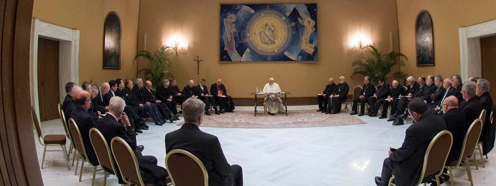 Le pape leur rappelle qu'il a dû demander «pardon» à plusieurs victimes du clergé chilien. Les prélats chiliens ont selon lui exprimé «leur ferme intention de réparer les dommages causés».