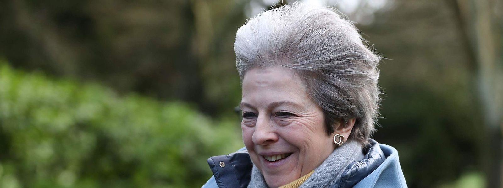 Theresa May s'est lancée dans une bataille sur deux fronts: d'un côté pour tenter d'obtenir des concessions de l'Union européenne, de l'autre côté pour essayer de convaincre les parlementaires de changer d'avis.