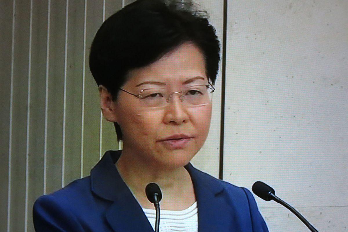 Pour Carry Lam, cheffe de l'exécutif, «la violence (...) poussera Hong Kong sur un chemin sans retour et plongera la société hongkongaise vers une situation très inquiétante et dangereuse».