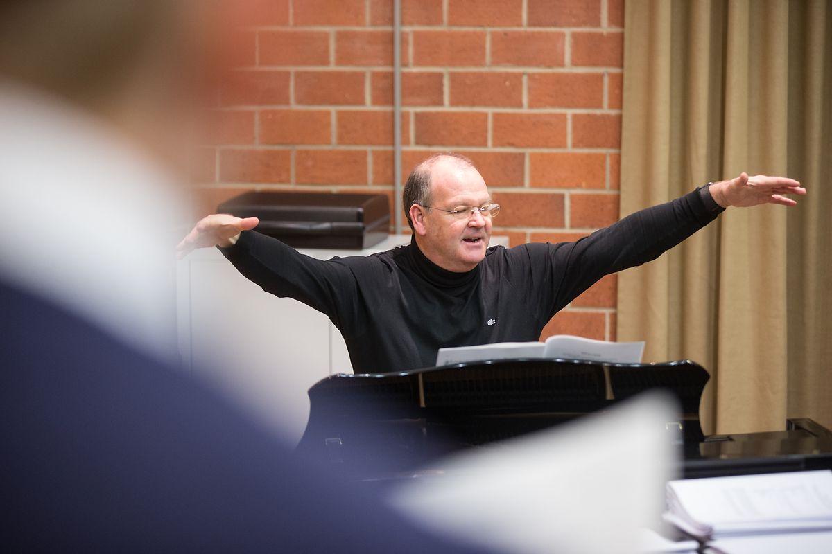 Le chef de chœur veille au grain depuis un quart de siècle.