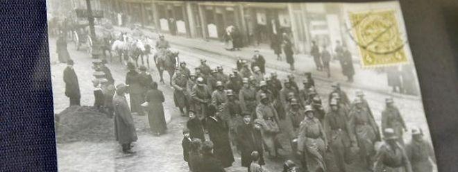 Lettres, photographies, cartes postales, vêtements militaires, etc., seront numérisés sur place avant d'être restitués dans la foulée.