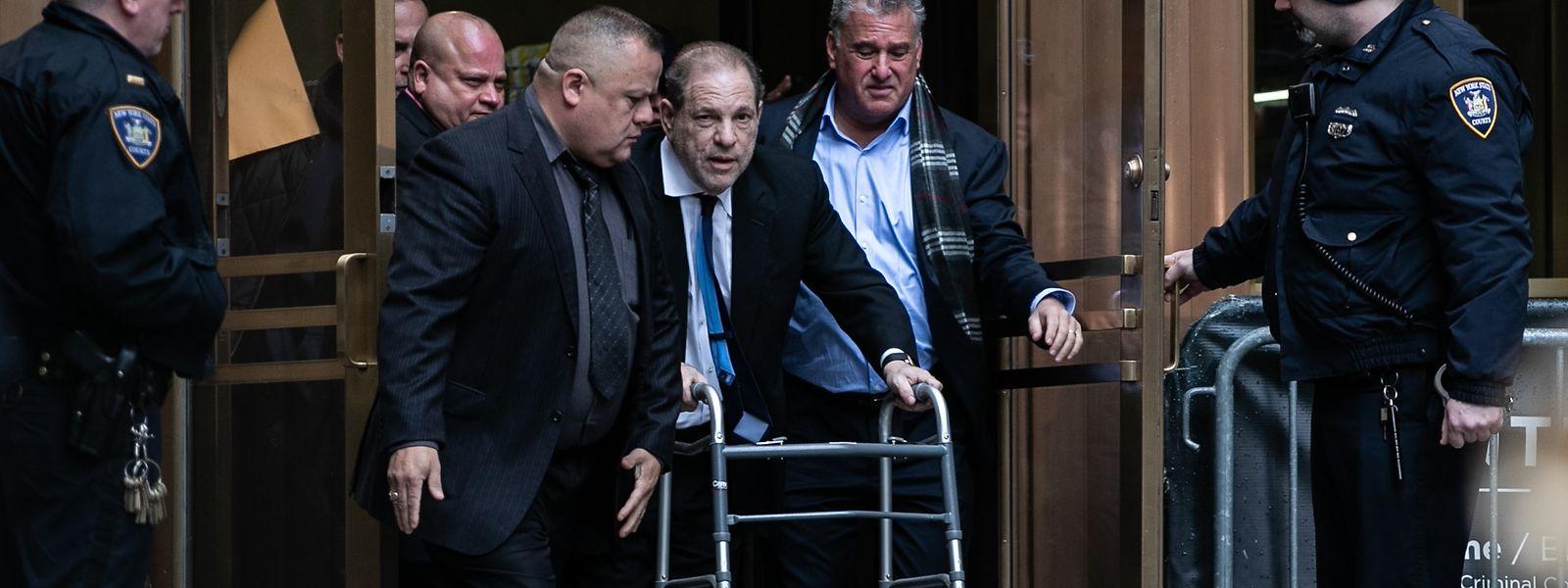Weinsteins Kaution wurde von einem New Yorker Gericht von einer auf fünf Millionen Dollar erhöht.