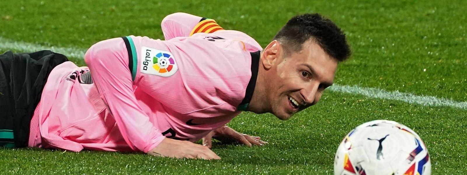 A 33 ans, l'Argentin dépasse le dieu brésilien du ballon rond. Un Pelé qui n'a pas manqué de saluer l'exploit de Messi.