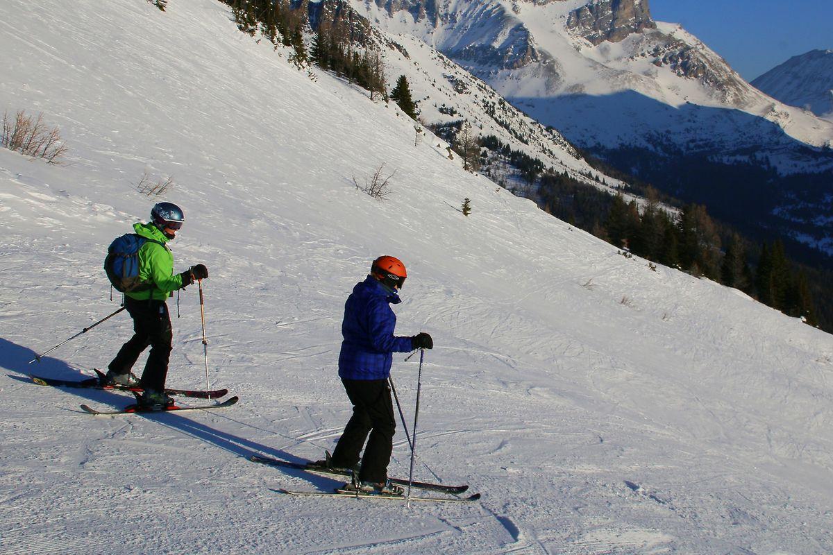 Abfahrtspisten gibt es reichlich in drei Skigebieten.