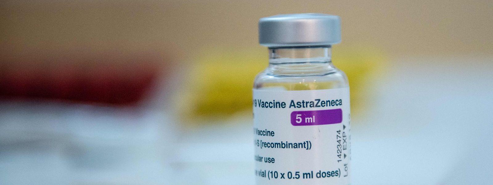 Personen, die bereits eine erste Impfdosis mit dem Wirkstoff erhalten haben, sollen weiterhin unabhängig von ihrem Alter damit auch ihre zweite bekommen.