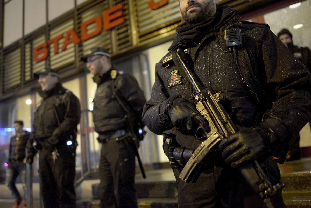 Die Sicherheitsvorkehrungen rund um das Stadion wurden verstärkt.