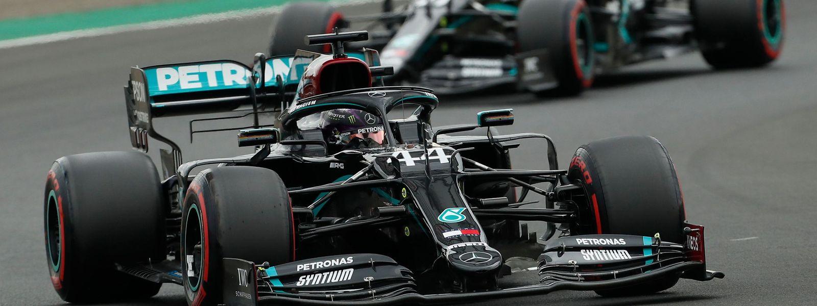 Weltmeister Lewis Hamilton (Großbritannien) hat sich im dritten Formel-1-Rennen der Saison die 90. Pole Position seiner Karriere gesichert.