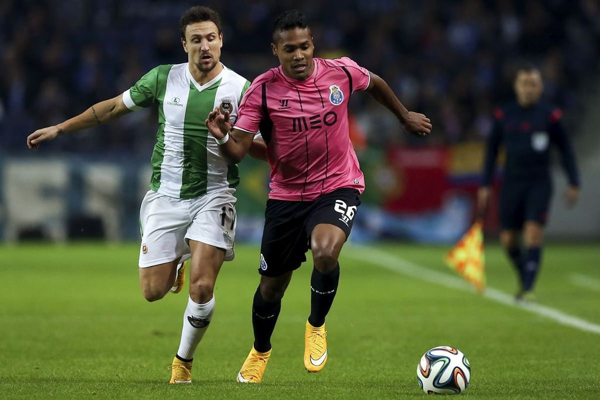 O FC Porto demorou a marcar, mas acabou por golear o Rio Ave