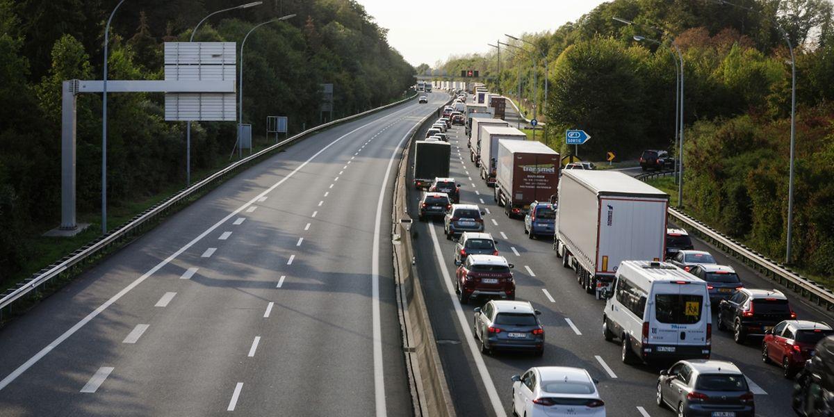 Des travaux sur l'E411 entre Arlon et la frontière luxembourgeoise provoquent des embouteillages monstres.