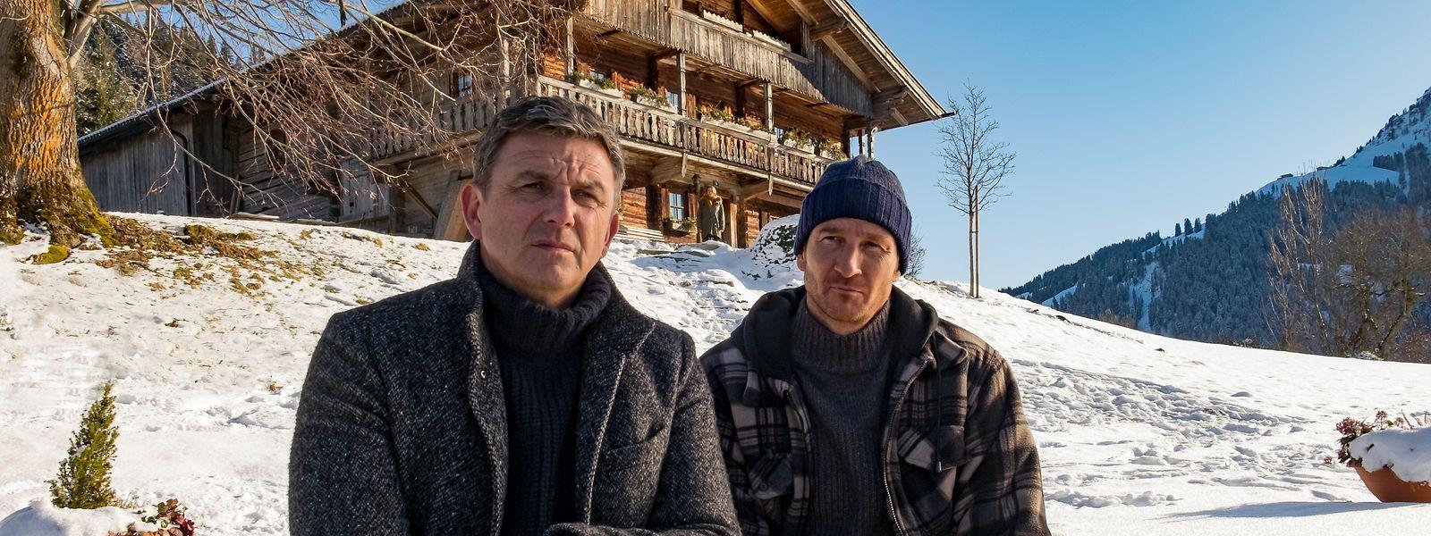 Alltägliches Drama: Martin Gruber (Hans Sigl, l.) sucht Rat bei seinem Bruder Hans (Heiko Ruprecht).