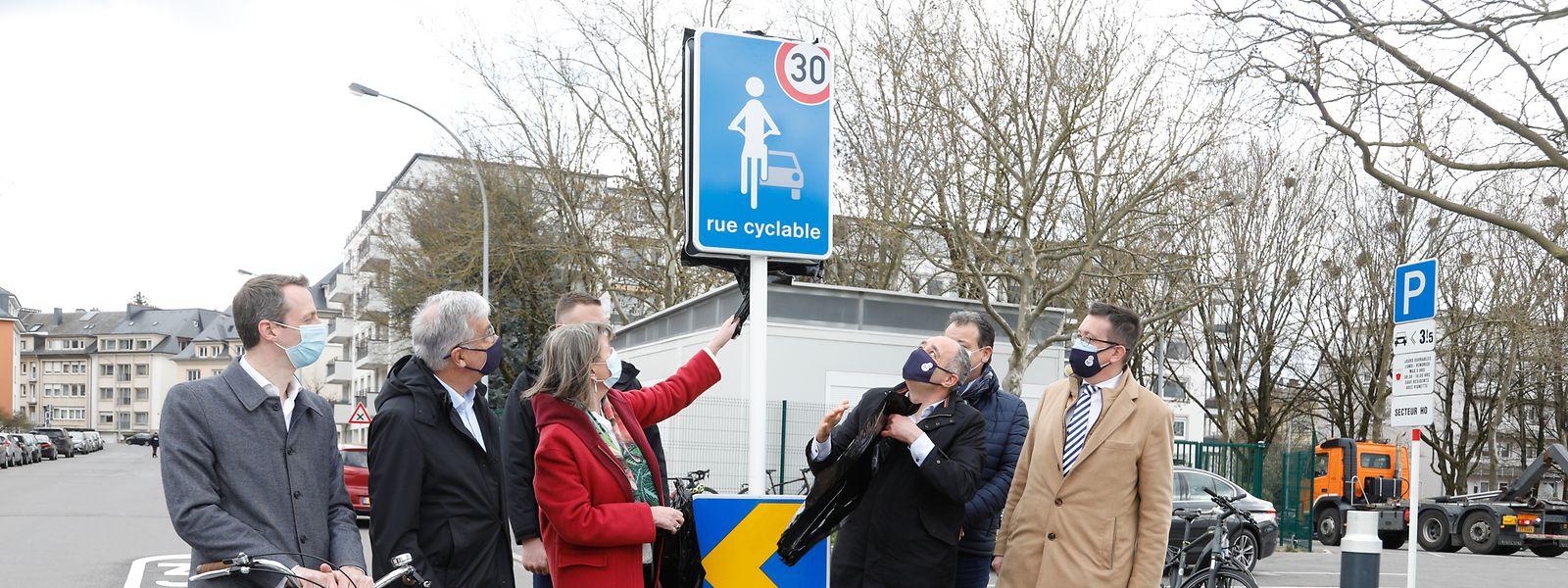Am vergangenen Freitag hat der hauptstädtische Schöffenrat die Fahrradstraße in der Rue de Bragance feierlich eingeweiht.