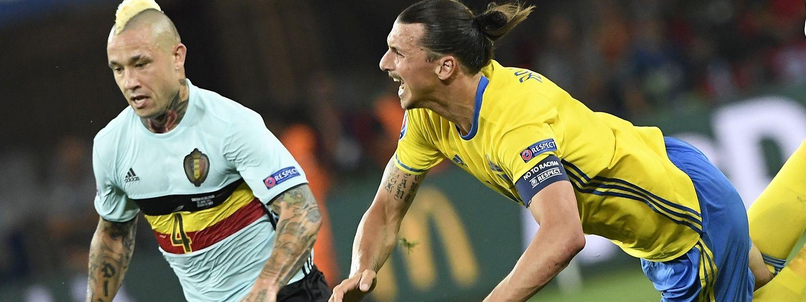 Radja Nainggolan (l.) gegen Zlatan Ibrahimovic - am Ende hatte der Belgier das bessere Ende für sich.