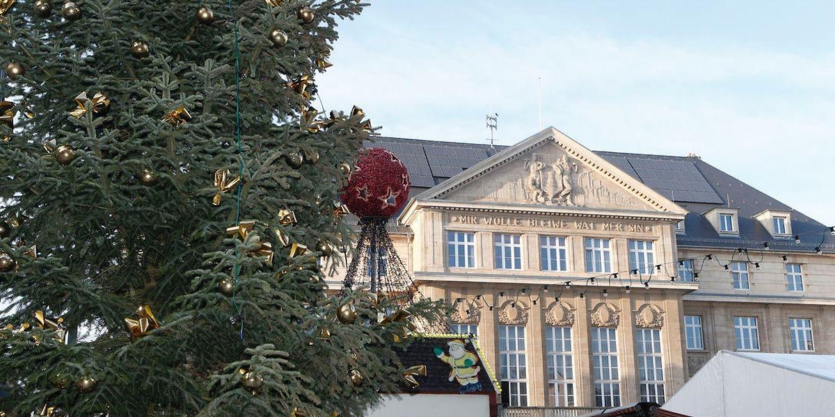 Der Weihnachtsmarkt auf dem Rathausplatz in Esch/Alzette.